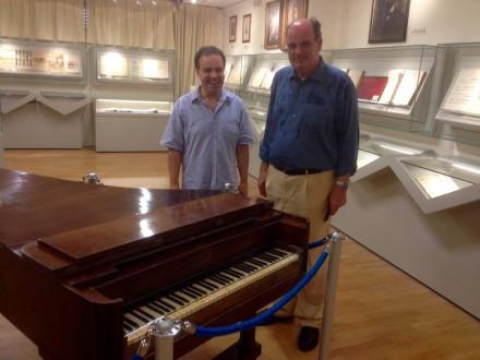 Στο πιάνο του σπουδαίου Έλληνα Συνθέτη Νικόλαου Μάντζαρου που μελοποίησε τον Εθνικό μας Ύμνο_,στις 04 Ιουλίου 2016.