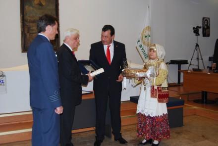Από την εκδήλωση του Δήμου Φυλής, όπου ανακηρύχθηκε Επίτιμος Δημότης Φυλής ο Πρόεδρος της Δημοκρατίας Προκόπης Παυλόπουλος. Παρέστην στην εκδήλωση ως εκπρόσωπος του Προέδρου της ΝΔ,στις 28 Ιανουαρίου 2016.