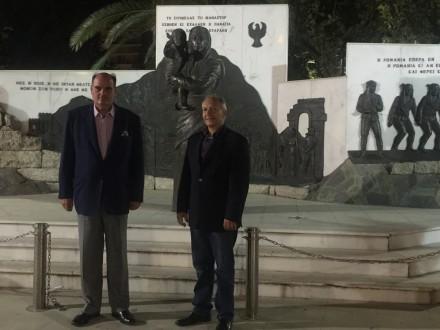 Μαζί με τον τ.Βουλευτή Κέρκυρας κ. Στεφανο Γκίκα μπροστά στο μνημείο των Ελλήνων του Πόντου στη Θεσσαλονίκη,στις 28 Ιουλιου 2016.